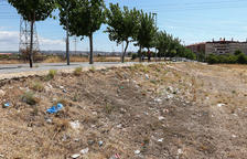 Milers de plàstics s'acumulen entre Bonavista i Campclar