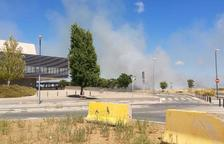 Controlat l'incendi de vegetació que s'ha originat molt a prop de l'Hospital Sant Joan de Reus