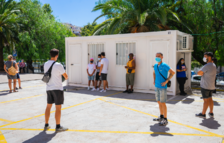 Degoteig de persones per fer-se les proves PCR en la segona jornada de cribratge massiu a Reus