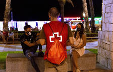 Joves de Creu Roja informen sobre la covid en espais d'oci nocturn a Tarragona i l'Ebre