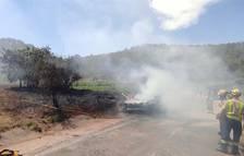 Movilizadas cuatro dotaciones de Bombers por un incendio de un vehículo en los Guiamets