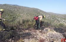 Els Bombers donen per estabilitzat l'incendi de vegetació d'Amposta