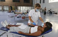 Un estudi espanyol assenyala que el plasma dels que han superat la covid pot prevenir que altres la pateixin amb gravetat