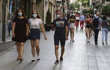Gent amb mascareta passejant per la capital del Baix Camp.