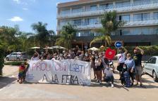 Protesta en el Altafulla Mar Hotel por un presunto caso de LGTBIfobia