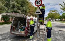 Senyals amb el nou límit de velocitat arriben a barris com Sant Salvador