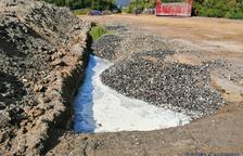 Denuncien una empresa aqüícola per l'abocament de residus en una finca de Sant Carles de la Ràpita