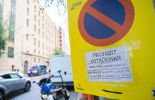 Un senyal posat ahir a la tarda anuncia la restricció d'aparcar el vehicle a la Rambla Vella per espai d'unes hores.
