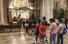 La Catedral abre puertas para poder venerar el Brazo de Santa Tecla