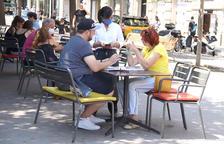 A les terrasses no es podran posar més de sis persones en una taula.