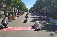 Els MIR protesten per la situació laboral a la Rambla Nova de Tarragona