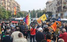 Felipe VI y Pedro Sánchez se marchan de la Estación de Francia entre gritos de los manifestantes