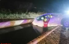 S'enfonsa un cotxe a un canal de Tortosa