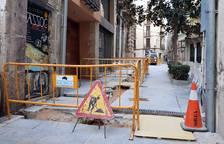 Retiran y soterran el cableado de una fachada de la catedral de Tortosa