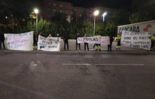 Treballadors de Bergé Logística protestant a les portes de Saint-Gobain.