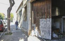 Creix el conflicte per l'ocupació il·legal de naus del carrer Prous i Vila de Reus