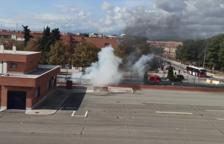 Dos dotaciones de Bombers movilizadas por el incendio de un vehículo en Campclar