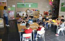 Nens de P4 asseguts a una classe de Santa Coloma de Queralt.