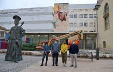 L'artista Lily Brick pinta un mural a Reus amb motiu dels 10 anys del Casal de Joves