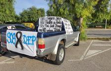 Pla obert d'un vehicle participant a la protesta.