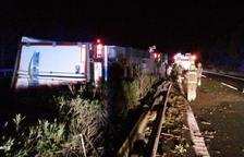Detenen el conductor d'un camió de matèries perilloses que circulava begut i es va accidentar a l'AP-7 a Mont-roig