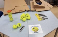 Usuaris del Pere Mata de Reus creen silenciadors de mobiliari destinat a les escoles de la ciutat