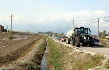 Una quarantena de vehicles fan una marxa lenta a l'Ebre per reclamar millores a la «carretera de la vergonya»