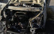 Crema completament una furgoneta estacionada a Mont-roig del Camp