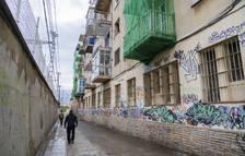 El Serrallo recupera el carrer tancat durant mesos a causa dels ocupes