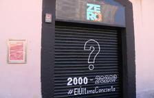 La porta d'accés a la Sala Zero de Tarragona amb la inscripció '2000-2020? #ElÚltimoConcierto'.