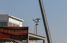 Substitueixen lluminàries i xarxes a l'Estadi Municipal de Reus per manteniment