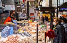 El cliente del Mercat de Tarragona duda entre adelantar las compras o esperarse