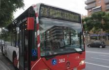 Un autobús de l'EMT circulant a la ciutat de Tarragona.