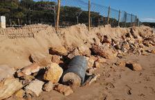 El gobierno insta en Costas a que obligue en Las Palmeras a salir de las dunas