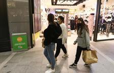 Els comerços de més de 400 metres quadrats no poden obrir, encara que redueixin l'espai de venda