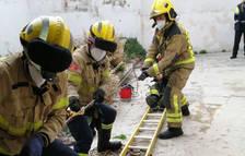 Los Bombers rescatan a una persona atrapada en un pozo cisterna en Torredembarra