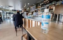 Un gel hidroalcohólico en un bar.