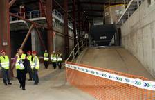 L'edifici que alberga la planta de tractament de fangs del pantà de Flix serà preservat per captar empreses químiques