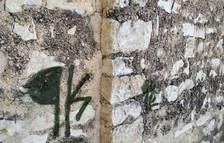 L'Ajuntament de Calafell denuncia pintades a l'església de Sant Miquel