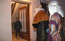 Los Reyes Magos reparten los regalos a domicilio en Torredembarra para adaptarse a la covid-19