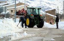 Escoles tancades, pistes de gel als carrers i transport suspès a la Terra Alta després del temporal