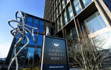 Europa obre la porta a autoritzar parcialment la vacuna d'AstraZeneca