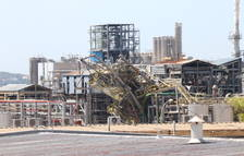 Trabajadores afectados por la explosión de IQOXE: «Nadie de la empresa nos ha llamado nunca para saber cómo estamos»