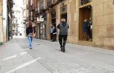 Los patinetes y bicis eléctricas sólo pueden circular en Tortosa por los carriles bici o la calzada