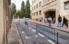 S'ha suprimit temporalment l'aparcament de motos davant el col·legi Lestonnac fins al juny.