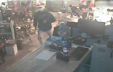 Pillado después de caer del falso techo por donde había entrado a robar en una pastelería