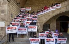 Un centenar d'escriptors i editors fan costat a Òmnium en la petició d'amnistia