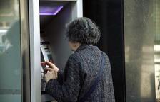 La pandèmia provoca que els bancs endureixin les condicions per evitar pagar comissions