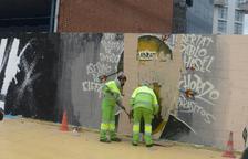La Guardia Urbana de Barcelona hace borrar un grafiti a favor de Hasel que tildaba a Juan Carlos I de 'chorizo'
