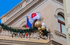 El Ayuntamiento de Reus tiene 10 días para reubicar la bandera española «en su lugar de honor»